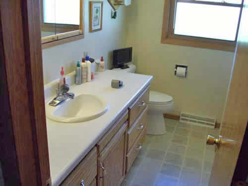 Nate Phillips Construction Company rebuilt this bathroom in Waterloo, IA